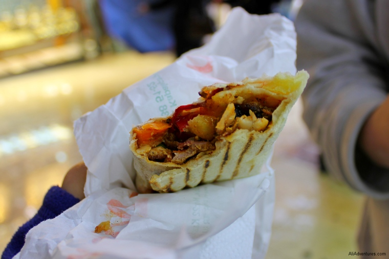 things to do in Istanbul - eat Turkish food