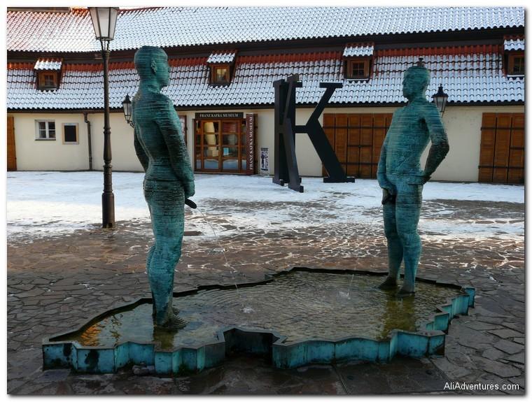 Prague peeing statue