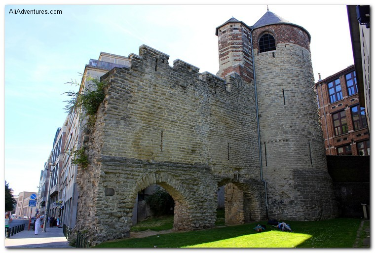 Brussels photos - old medieval city walls