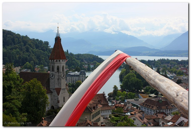 how to get to oberhofen castle from interlaken