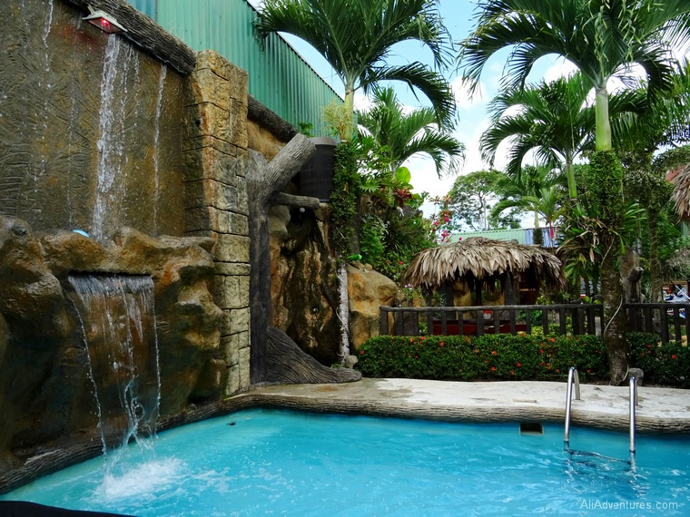 where to stay in La Fortuna, Costa Rica - Arenal Resort Hostel - pool with swim up bar
