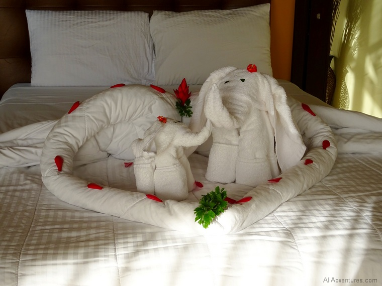 where to stay in La Fortuna, Costa Rica - Hotel Arenal Springs Resort - hotel room towel animals
